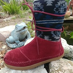 Toms aztec boots size 6